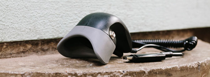 Ein Maskenmikrofon zum Schriftdolmetschen